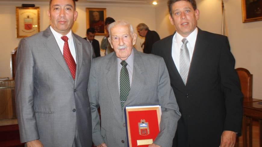Homenaje del Directorio al Vol. Hon. del Cuerpo, Nereo Mutinelli González por sus 50 años de servicio
