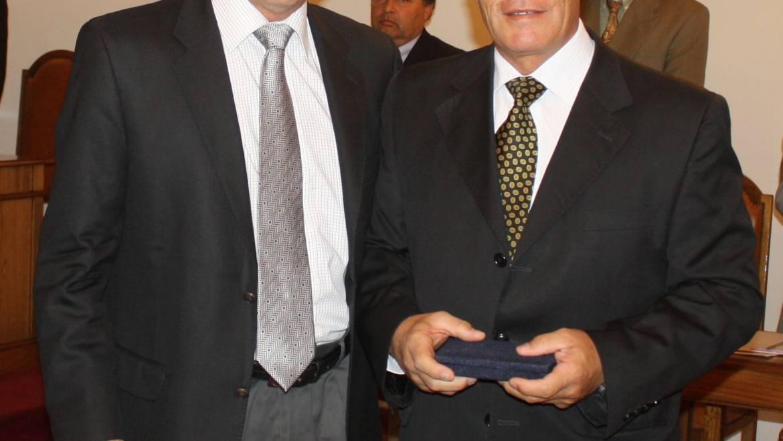 Voluntario Luis Gómez Venegas recibe premio por 30 años de servicio